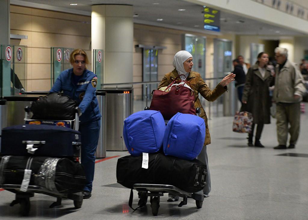 Граждане России, стран СНГ и Сирии, эвакуированные бортом МЧС России из Латакии