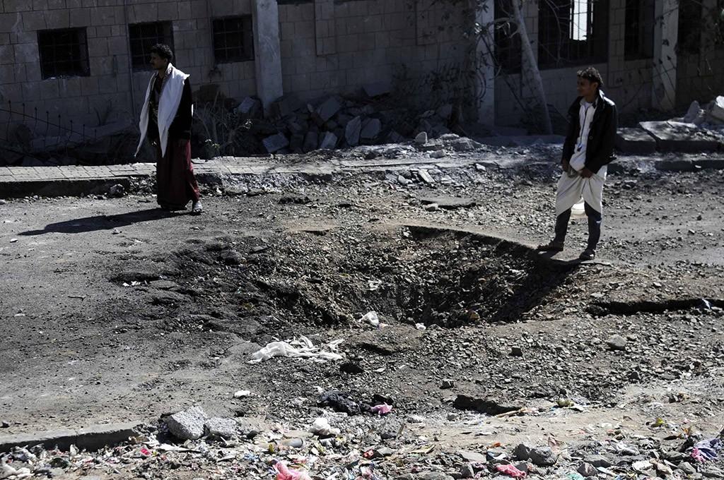 На месте авиаудара по военному лагерю в Йемене
