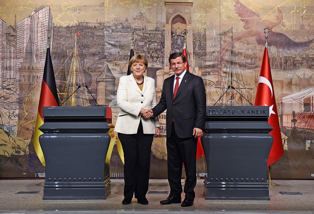 Канцлер Германии Ангела Меркель и премьер-министром Турции Ахмет Давутоглу