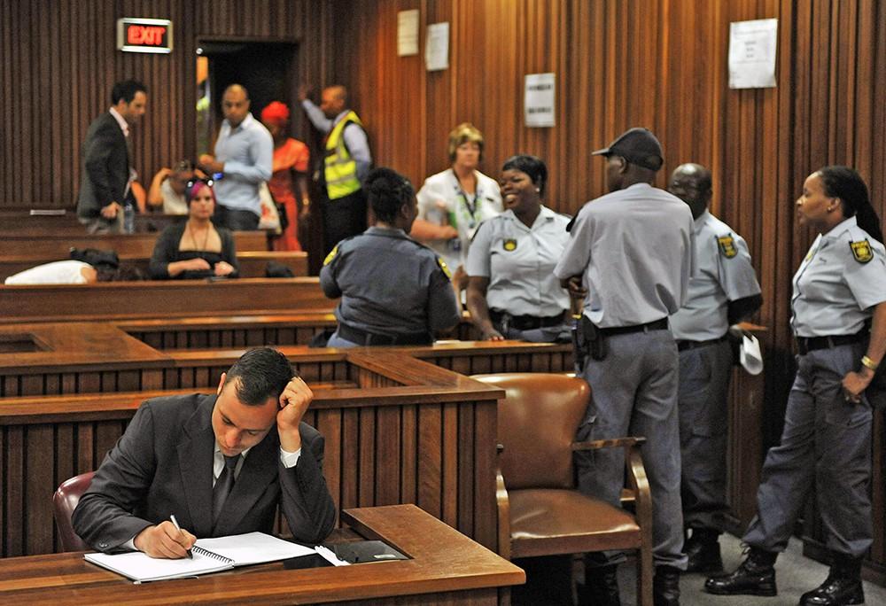 Южноафриканский паралимпиец Оскар Писториус в суде