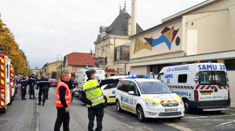 Французские спасатели на месте происшествия
