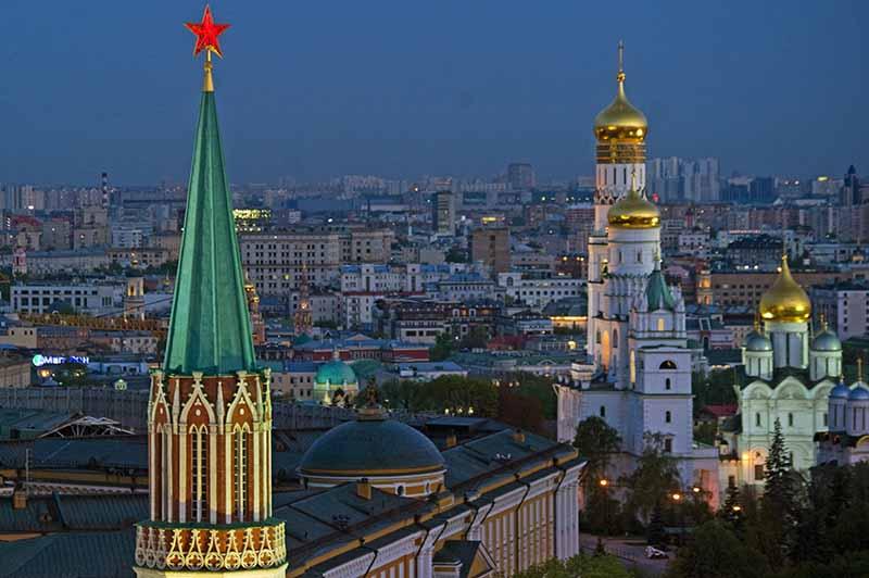 Вид на Никольскую башню, колокольню Ивана Великого, Архангельский собор Московского Кремля