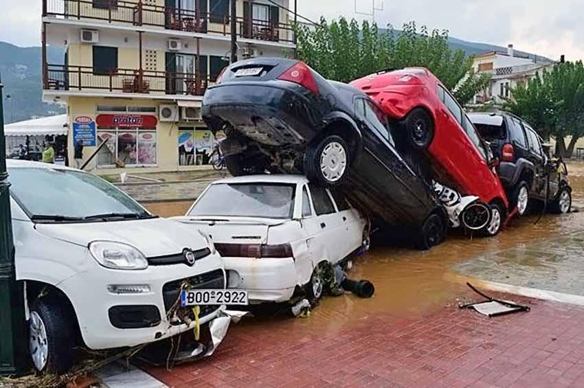 Последствия наводнения в Греции