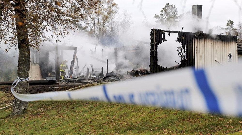 Сгоревшее здание в Швеции