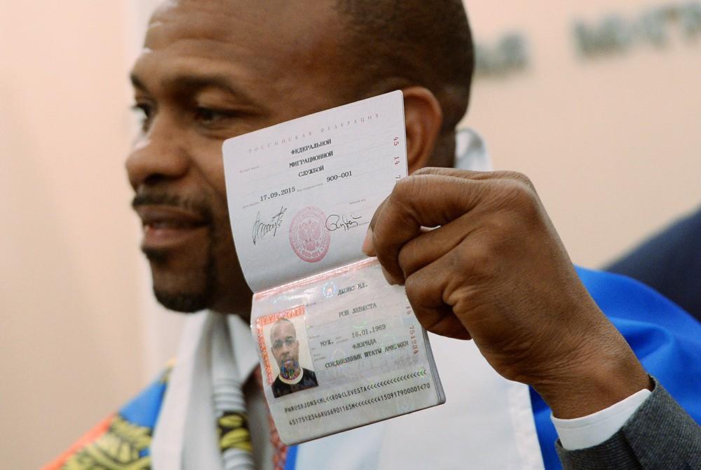 Боксер Рой Джонс-младший получил российский паспорт