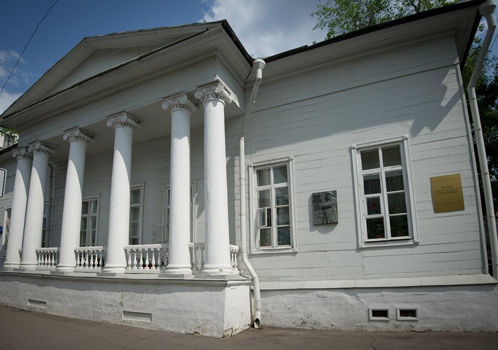 Здание дома-музея Ивана Тургенева в Москве