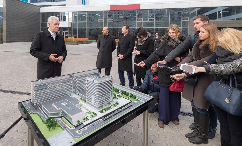 Мэр Москвы Сергей Собянин во время осмотра гостинично-делового комплекса