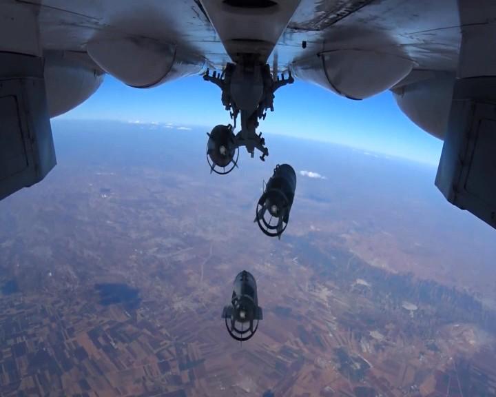 Сброс авиабомб на объекты ИГ в Сирии
