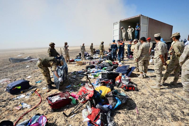 Погрузка тел погибших в авиакатастрофе самолета Airbus A321