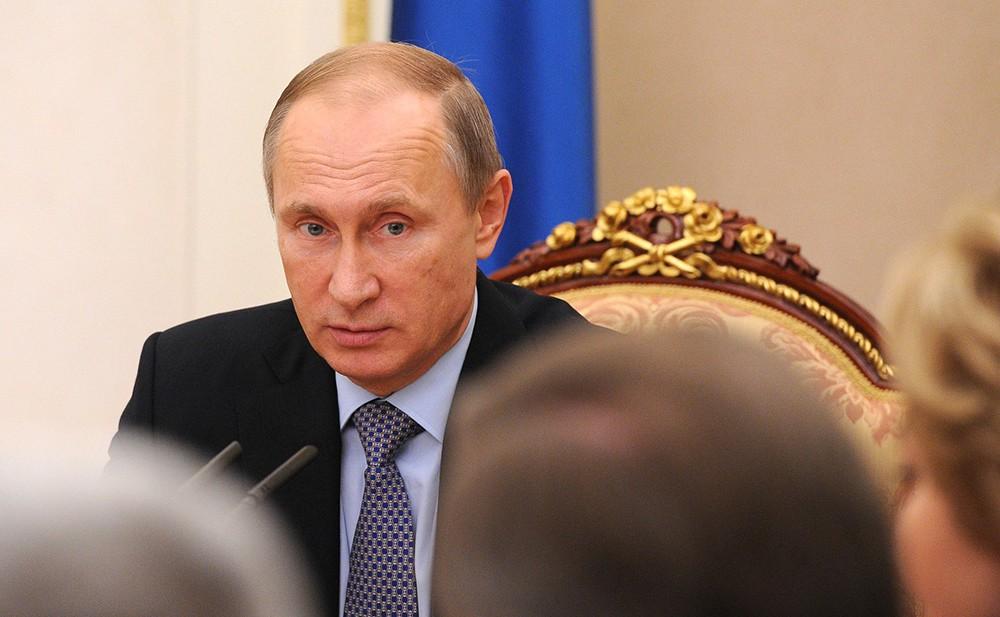 Президент России Владимир Путин на совещании с членами Совета безопасности