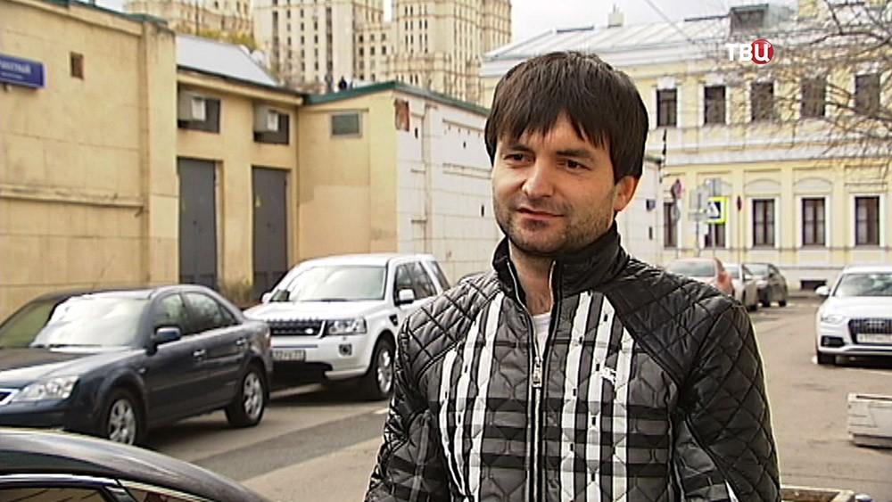 Таксист Забехулло Шафъезода вернувший забытый кошелёк хозяйке