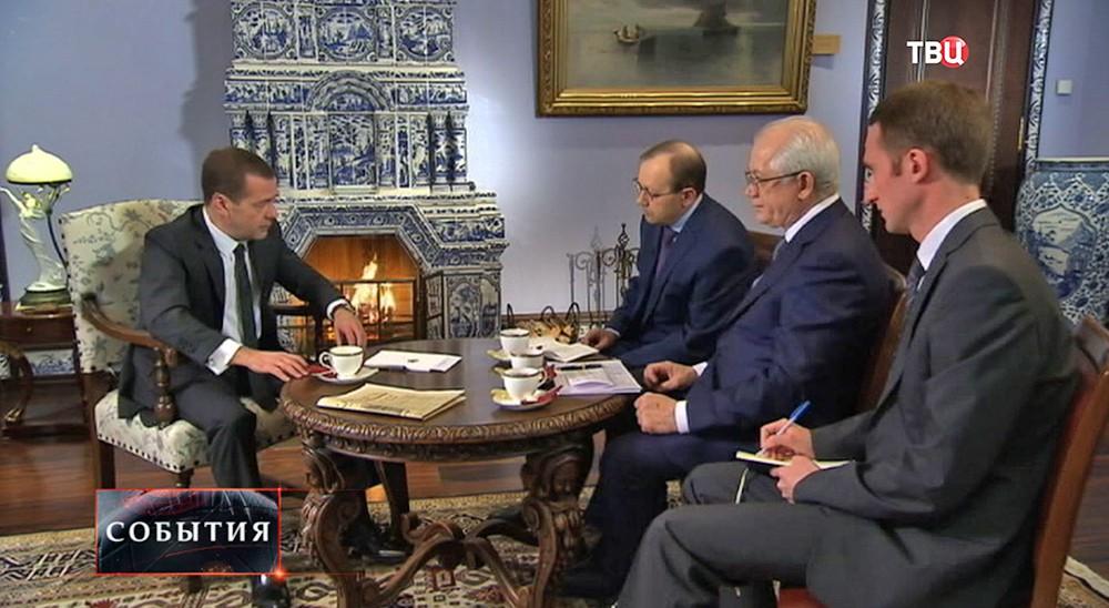 """Дмитрий Медведев дает интервью журналистам """"Российской газеты"""""""