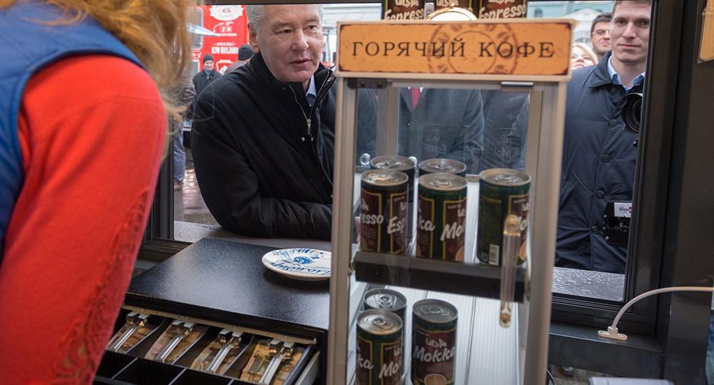 Сергей Собянин осматривает новую палатку