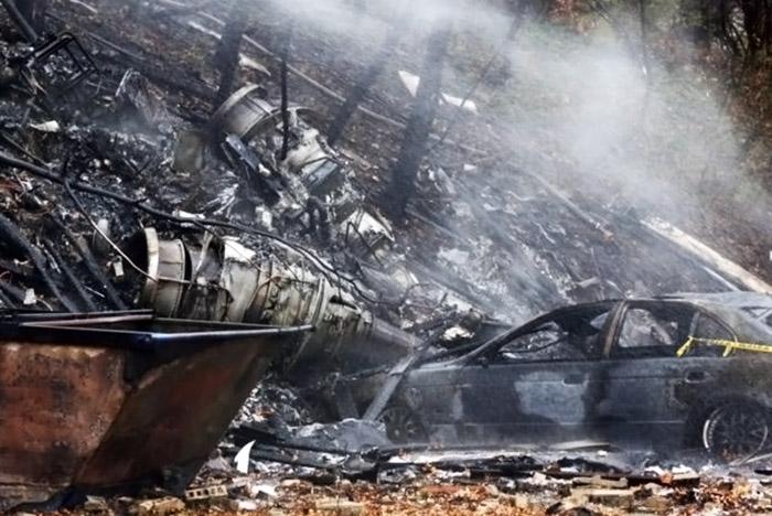 Результат падения самолёта на дом в США