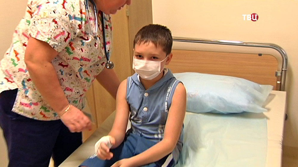 10-летний Рома Вельмезев в больнице
