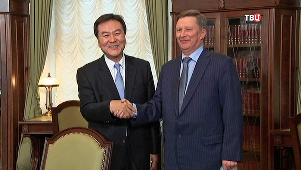 Руководитель администрации президента России Сергей Иванов на встрече с президентом FATF Син Чже Юном