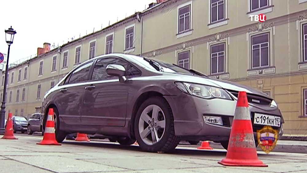Машина водителя, который совершил наезд на инспектора ДПС