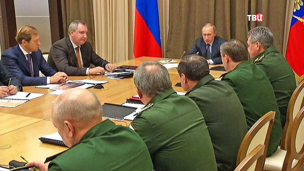Президент России Владимир Путин на совещании по вопросам развития Вооружённых Сил