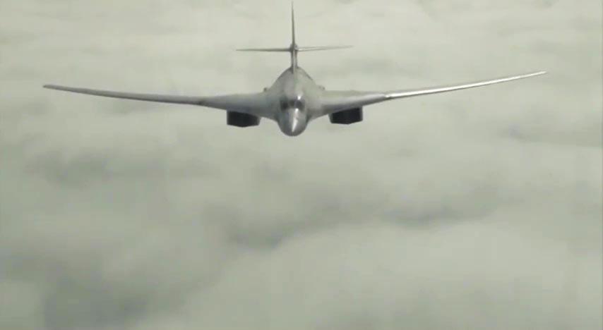 Стратегический бомбардировщик-ракетоносец Ту-160 ВКС России