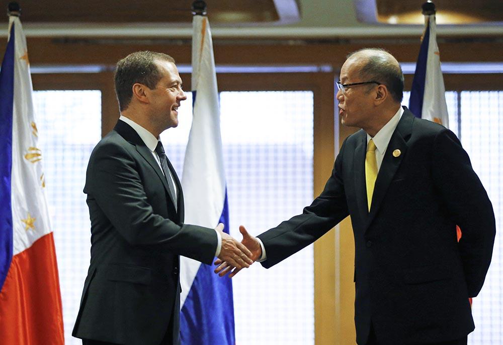 Председатель правительства РФ Дмитрий Медведев во время встречи на полях форума АТЭС с президентом Республики Филиппины Бенигно Акино