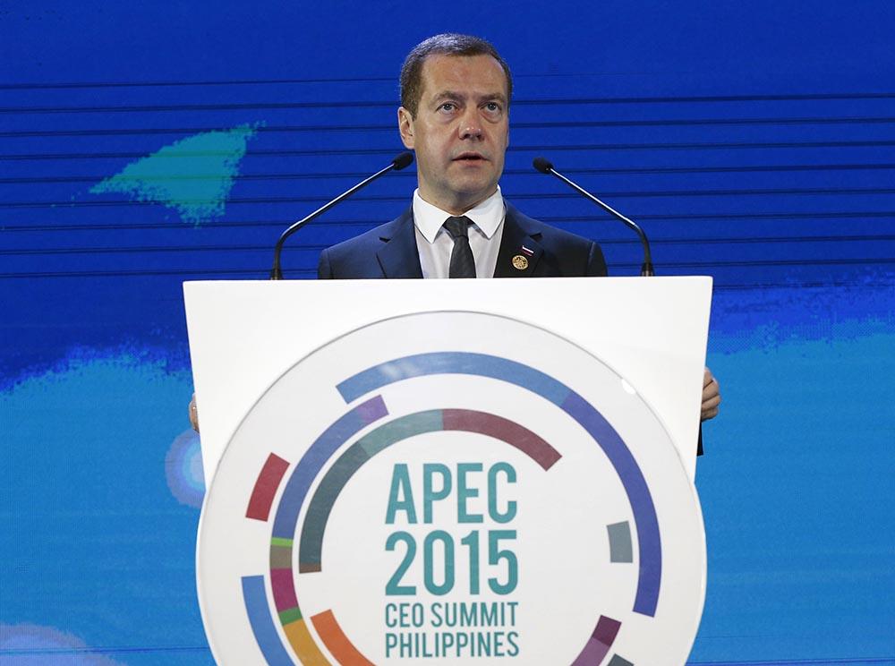 Председатель правительства РФ Дмитрий Медведев выступает на тематической сессии саммита форума АТЭС