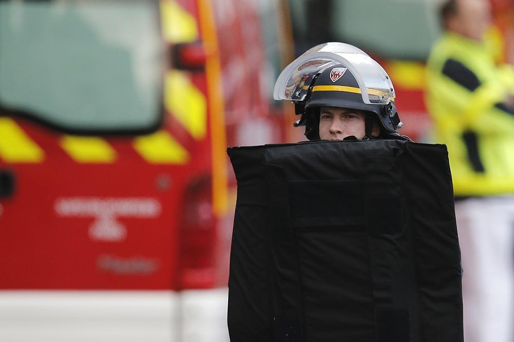 Полиция Франции во время антитеррористической операции