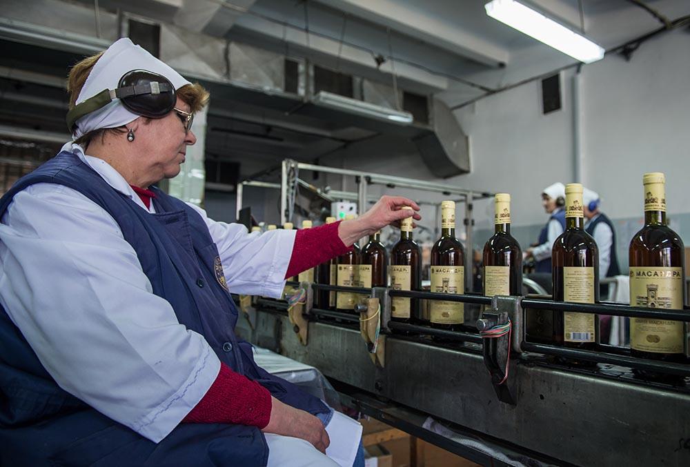 "Цех розлива вина винодельческого завода ""Массандра"""
