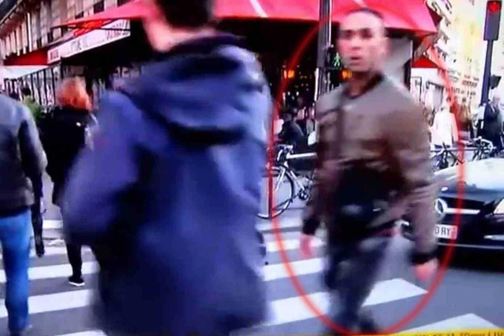 Предполагаемый организатор терактов в Париже Салах Абдеслам (справа)