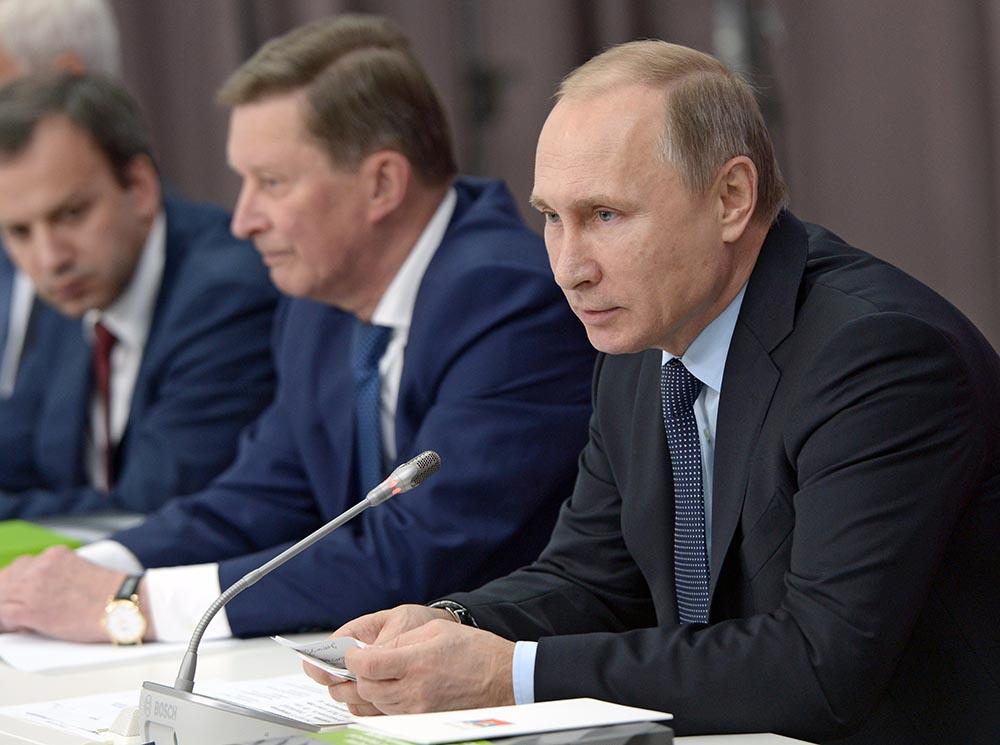Президент России Владимир Путин во время заседания в Нижнем Тагиле