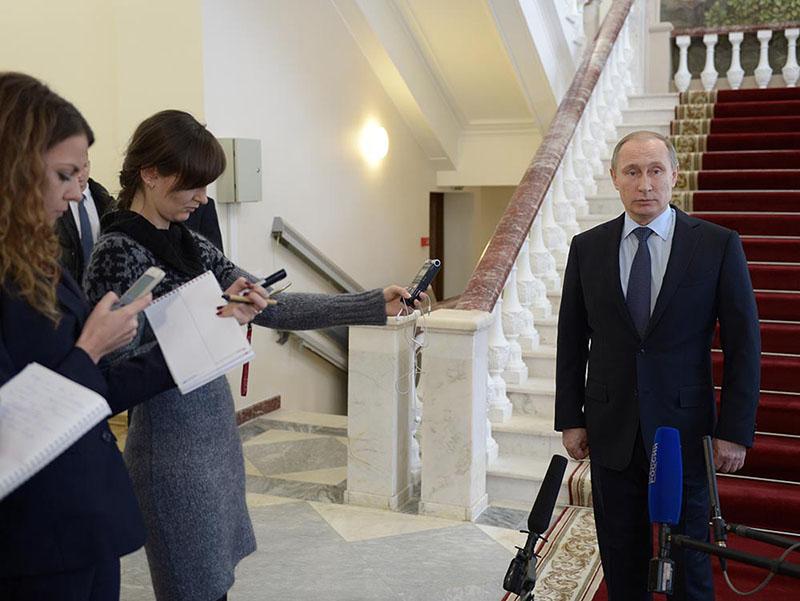 Президент России Владимир Путин отвечает на вопросы журналистов