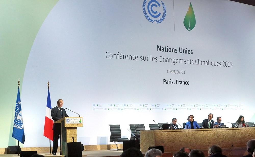 Президент России Владимир Путин выступает на Климатическом саммите в Париже