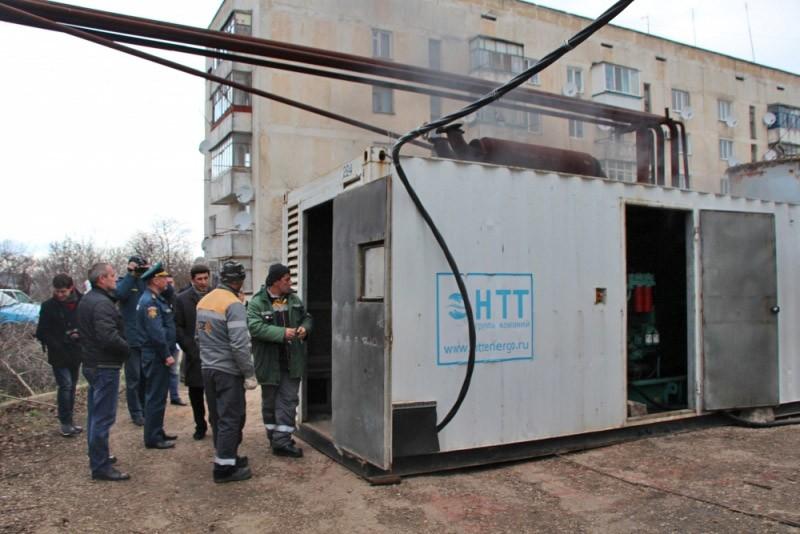 Установка дизель-генератора во время отключения электричества в Крыму