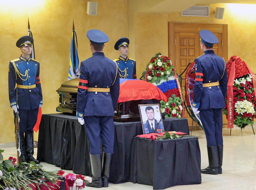 Почетный караул на церемонии прощания с героем России подполковником Воздушно-космических сил России Олегом Пешковым, погибшем в Сирии