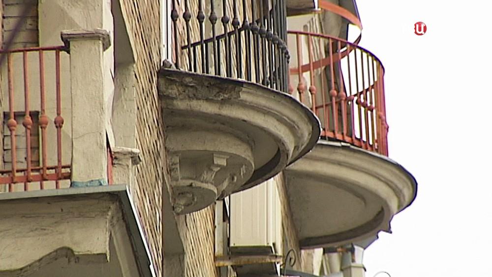 Обрушение части балкона