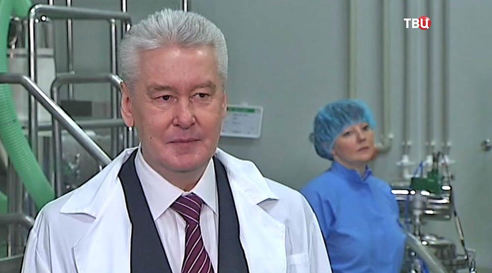 Сергей Собянин на фабрике лекарств
