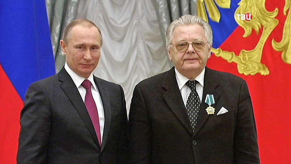 Президент России Владимир Путин и певец и композитор Юрий Антонов