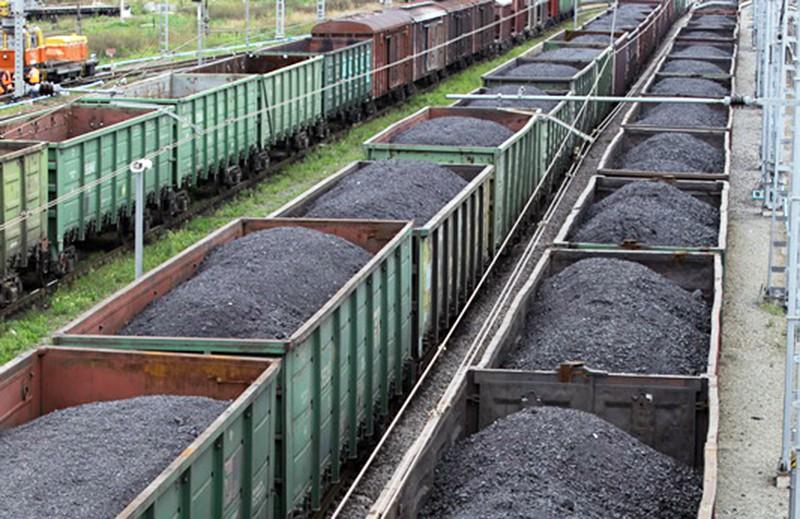 Товарные составы с углём