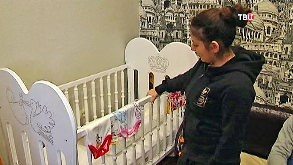 Детская кроватка в доме погибшей пациентки туапсинского роддома