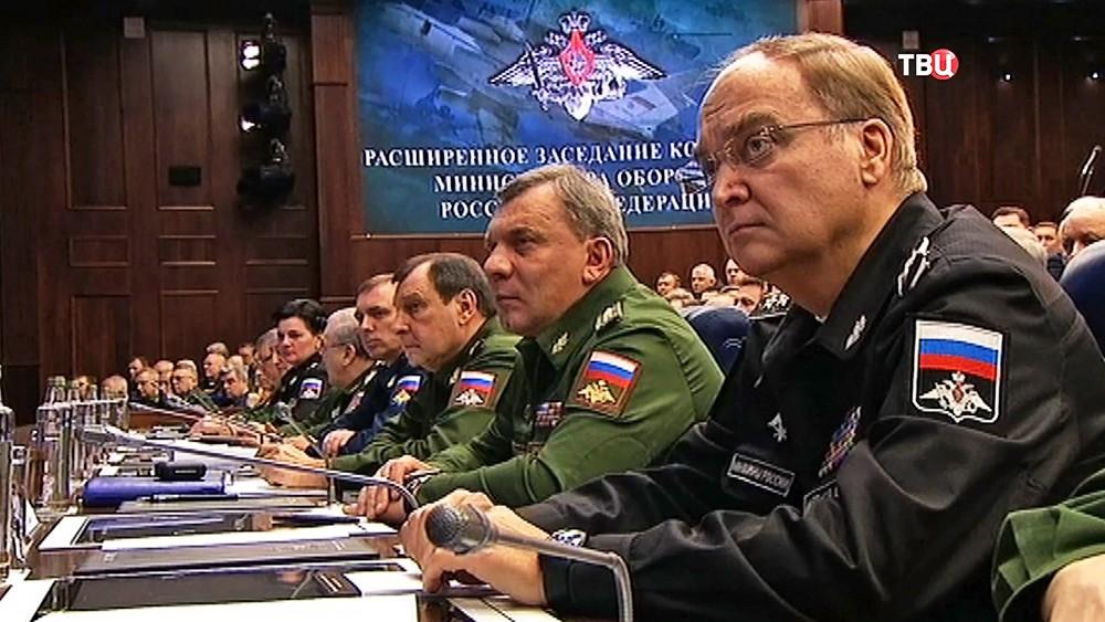 Замминистра обороны РФ Анатолий Антонов на расширенном заседании коллегии Министерства обороны России