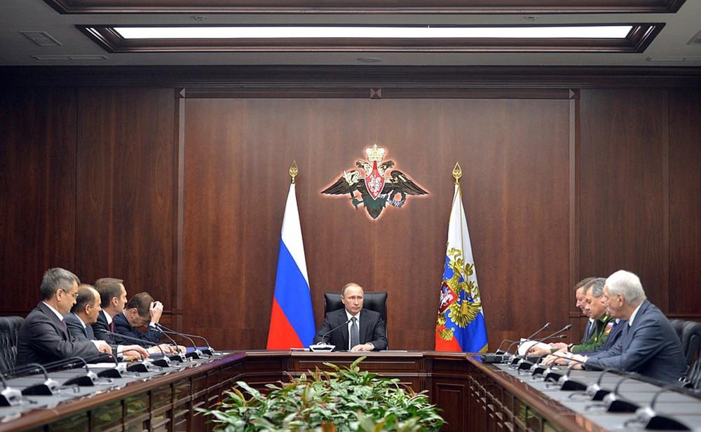 Владимир Путин провёл оперативное совещание с постоянными членами Совета безопасности