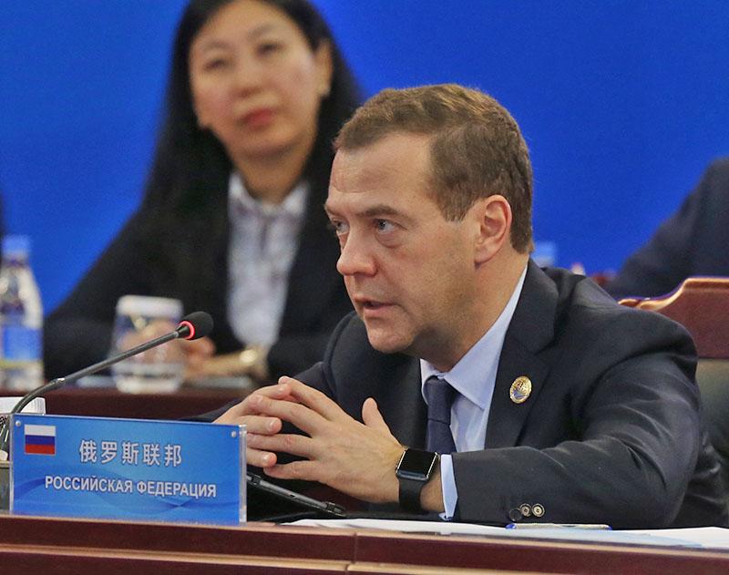 Председатель правительства РФ Дмитрий Медведев на заседании совета глав правительств государств - членов ШОС и глав делегаций государств