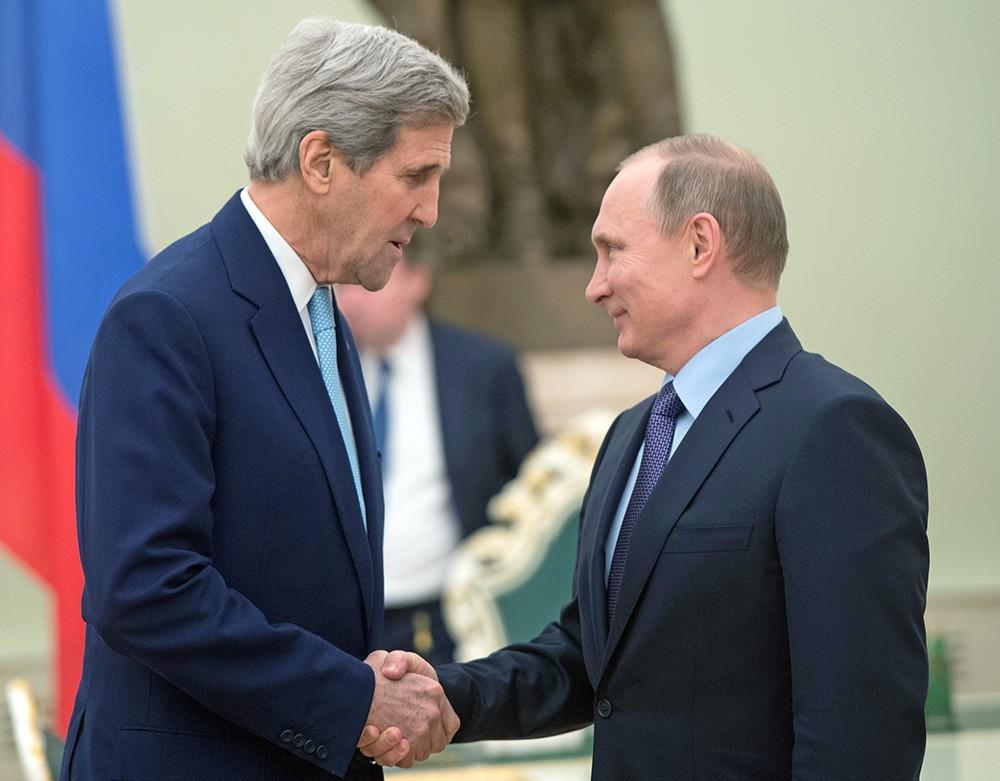 Президент России Владимир Путин и госсекретарь США Джон Керри