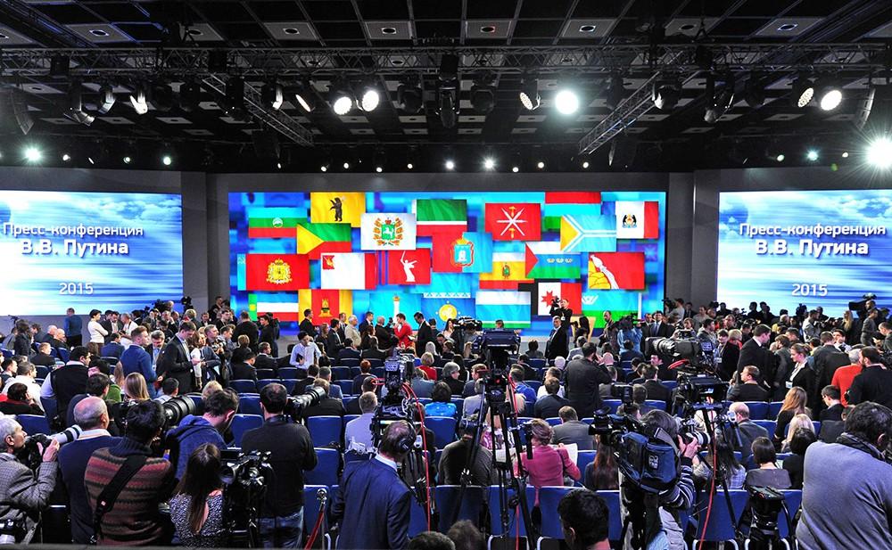 Преред началом большой пресс-конференции Владимира Путина