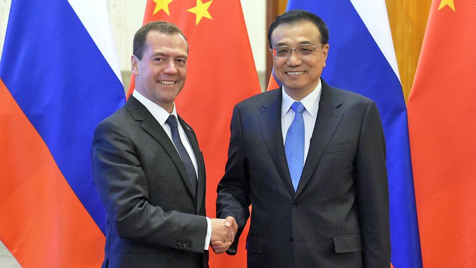 Премьер-министр России Дмитрий Медведев и премьер Госсовета КНР Ли Кэцян