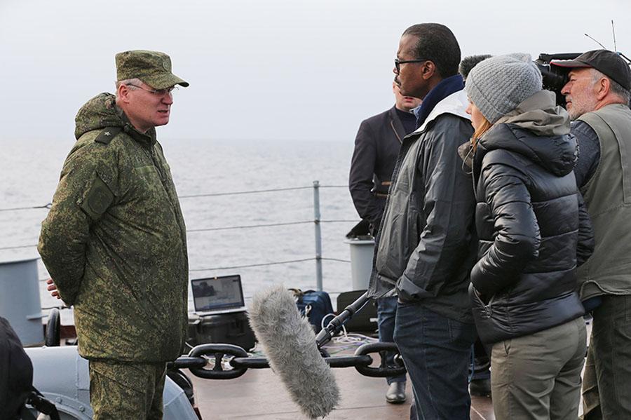 Официальный представитель Минобороны Игорь Конашенков дает интервью иностранным журналистов