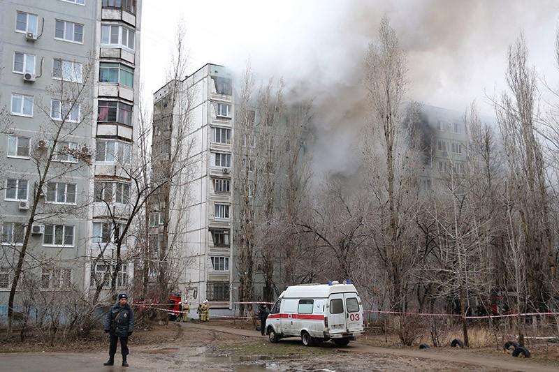Пожар в разрушенном в результате взрыва бытового газа многоэтажном доме в Волгограде