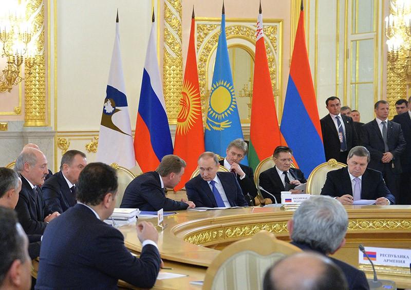 Президент России Владимир Путин на заседании саммита ОДКБ в Кремле