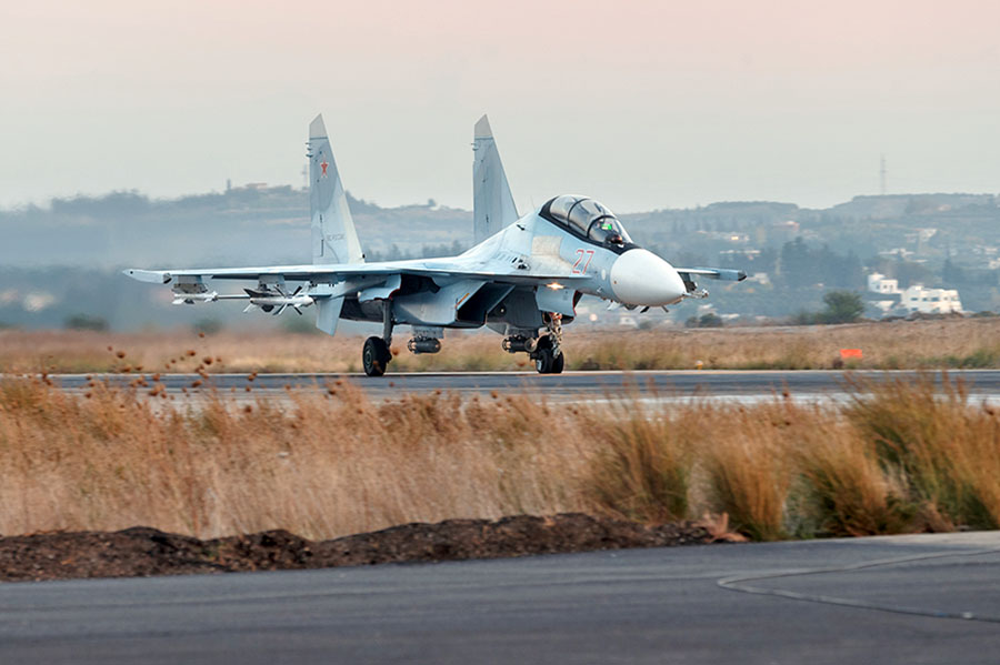 Истребитель Су-30СМ авиагруппировки ВКС России в Сирии