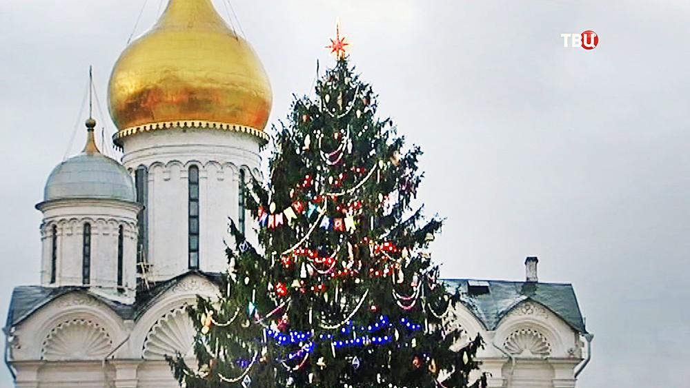 Главная новогодняя ёлка в Кремле