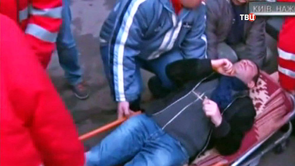 """Лидер партии """"УКРОП"""" Геннадий Корбан на носилках"""